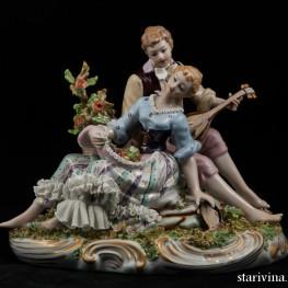 Влюбленная пара с лютней и бубном, Capodimonte, Италия