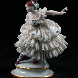 Балерина с поднятой рукой, кружевная, Volkstedt, Германия, вт. пол. 20 в