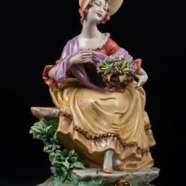 Сидящая дама с корзиной цветов, Bruno Merli, Италия
