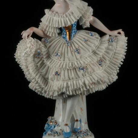Танцовщица в платье с голубым лифом, кружевная, Sitzendorf, Германия, нач. 20 в