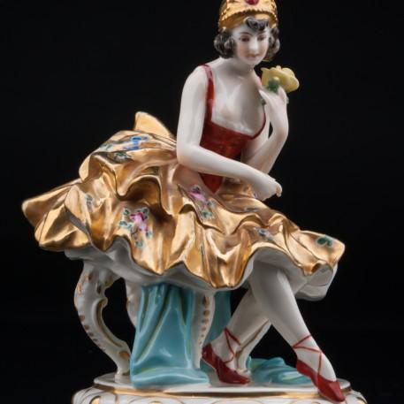Балерина в золотом платье, Volkstedt, Германия, до 1935 г