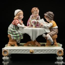 Дети за столом читающие газету, E & A Muller (Schwarza-Saalbahn), Германия, 1920 гг