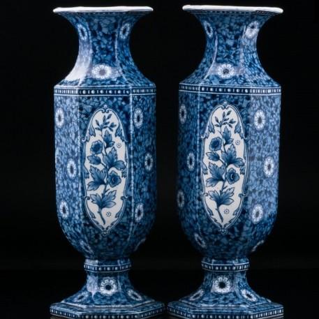 Две декоративные шестигранные синие вазы, Голландия