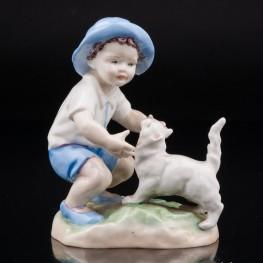 Мальчик, играющий с кошкой, Royal Worcester, Великобритания, сер. 20 в