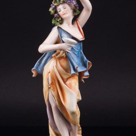 Девушка с чашей и виноградной гроздью, Volkstedt, Германия, 19 в
