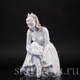 Балерина, завязывающая балетную туфельку , Rosenthal, Германия, 1960 гг