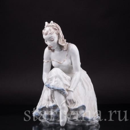 Балерина, завязывающая балетную туфельку, Rosenthal, Германия, 1960 гг