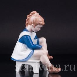 Девочка надевающая ботинок, Мэриэнн, Bing & Grondahl, Дания, вт. пол. 20 в