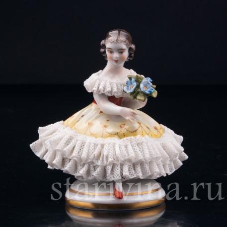 Девочка с букетом, кружевная миниатюра, Volkstedt, Германия, вт. пол. 20 в