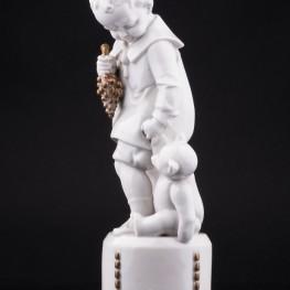 Фигурка из фарфора Мальчик с мишкой, Hertwig & Co, Katzhutte, Германия, 1920-30 гг.