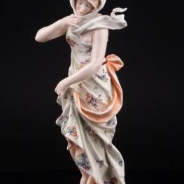 Антикварная фигурка из фарфора Девушка в платке, аллегория Зимы, Volkstedt, Германия, 19 в.