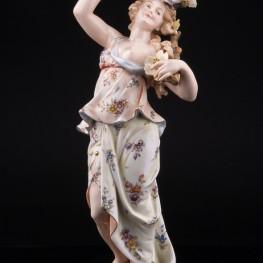 Девушка с цветущей ветвью, аллегория Весны, Volkstedt, Германия, 19 в