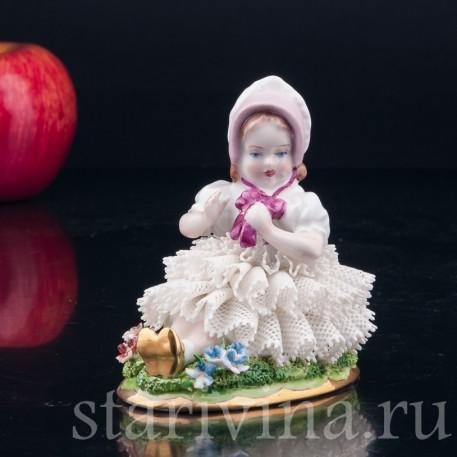 Девочка в розовом капоре, кружевная, Sitzendorf, Германия, вт. пол. 20 в