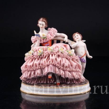 Грезы любви, девушка с книгой на диване, кружевная, Muller & Co, Германия, нач. 20 в