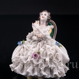 Девушка на стуле, кружевная, миниатюра , Volkstedt, Германия, вт. пол. 20 в.