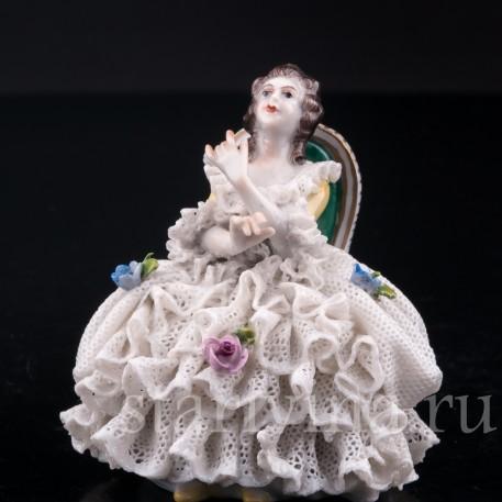 Девушка на стуле, кружевная, миниатюра, Volkstedt, Германия, вт. пол. 20 в.