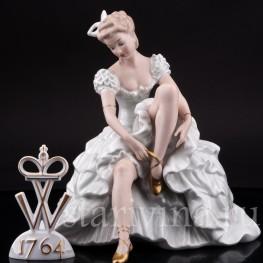 Фарфоровая статуэтка Балерина, завязывающая балетную туфельку, Wallendorf, Германия, 1960 гг.
