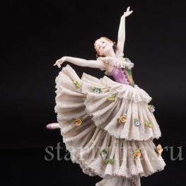 Статуэтка из фарфора Танцующая девушка, кружевная, Ackermann & Fritze, Германия, 1908-1951 гг.