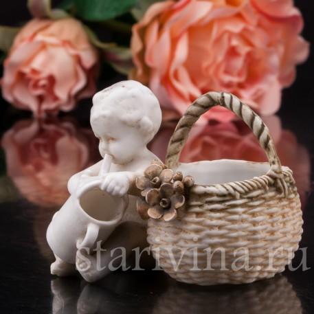 Бисквитная фигурка Малыш с лейкой, миниатюра, E & A Muller (Schwarza-Saalbahn), Германия, кон. 19, нач. 20 вв.