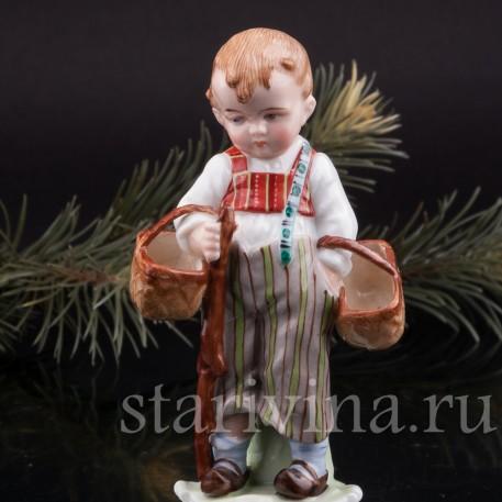 Фигурка из фарфора За грибами, мальчик с двумя лукошками, E & A Muller (Schwarza-Saalbahn), Германия, кон. 19, нач. 20 вв.