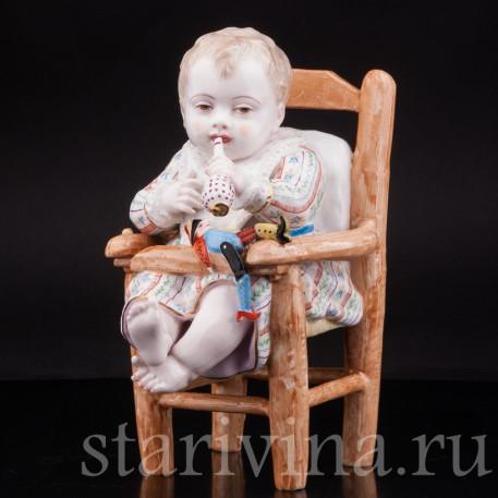 Старинная статуэтка Малыш на стуле, Франция, 19 в.