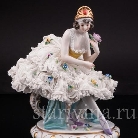 Статуэтка Балерина на стуле, кружевная, Volkstedt, Германия, нач. 20 в.