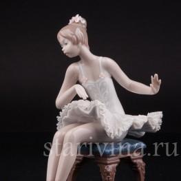 Фигурка из фарфора Балерина на стуле, кружевная, Lladro, Испания, 1987 г.