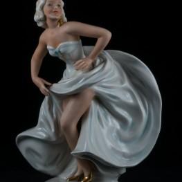 Танцующая девушка с развевающейся юбкой, Unterweissbach, Германия, 1960 гг