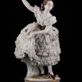 Старинная статуэтка балерины с поднятой рукой, кружевная, Volkstedt, Германия, до 1935 г