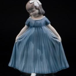 Реверанс, (девочка в синем платье), Royal Copenhagen, Дания