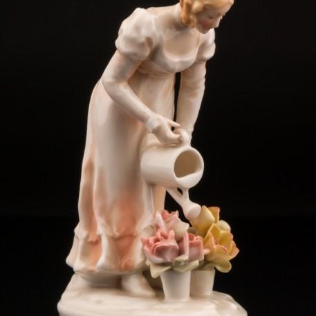 Девушка поливающая цветы, Karl Ens, Германия, 1920-30 гг